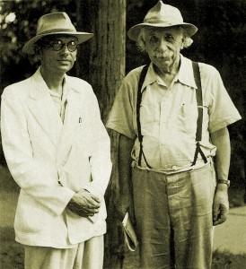 این آقایی که در کنار اینشتین ایستاده، دکتر حسابی نیست؛ ریاضیدان مشهوری به نام گودل است!