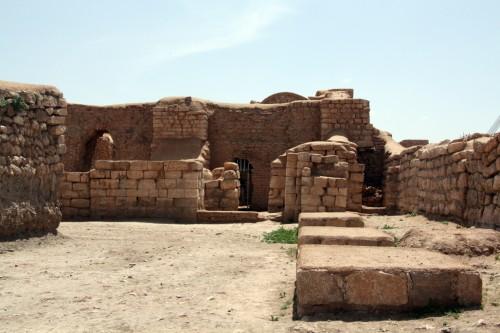 محوطههای آتشکده و معبد آناهیتا