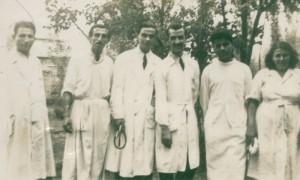 بیمارستان پورسینا، از راست: خانم قاسمی، دکتر تویسرکانی، دکتر تائب، دکتر رفیعی