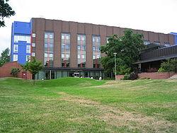 تصویری از کتابخانهی موسسهی پزشکی کارولینسکا در حوالی استکهلم
