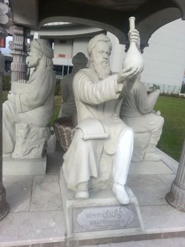 مجسمهی زکریای رازی در دفتر سازمان ملل متحد در وین