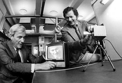 بویل (چپ) و اسمیت (راست) در آزمایشگاههای بل، 1974