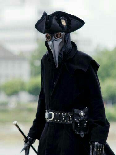 بازآفرینی لباس کامل یک «دکتر طاعون»