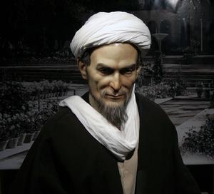 مجسمهی سعدی در خانهی «زینتالملوک» شیراز